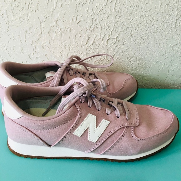 competitive price f86ae 1174b New Balance 420 Pastel Pink Sneakers Size 8.5